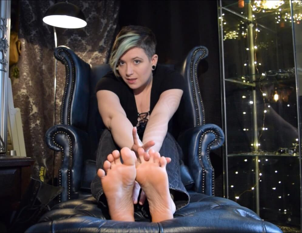 Lick Sir Claire Black's pretty toes you foot fetishist